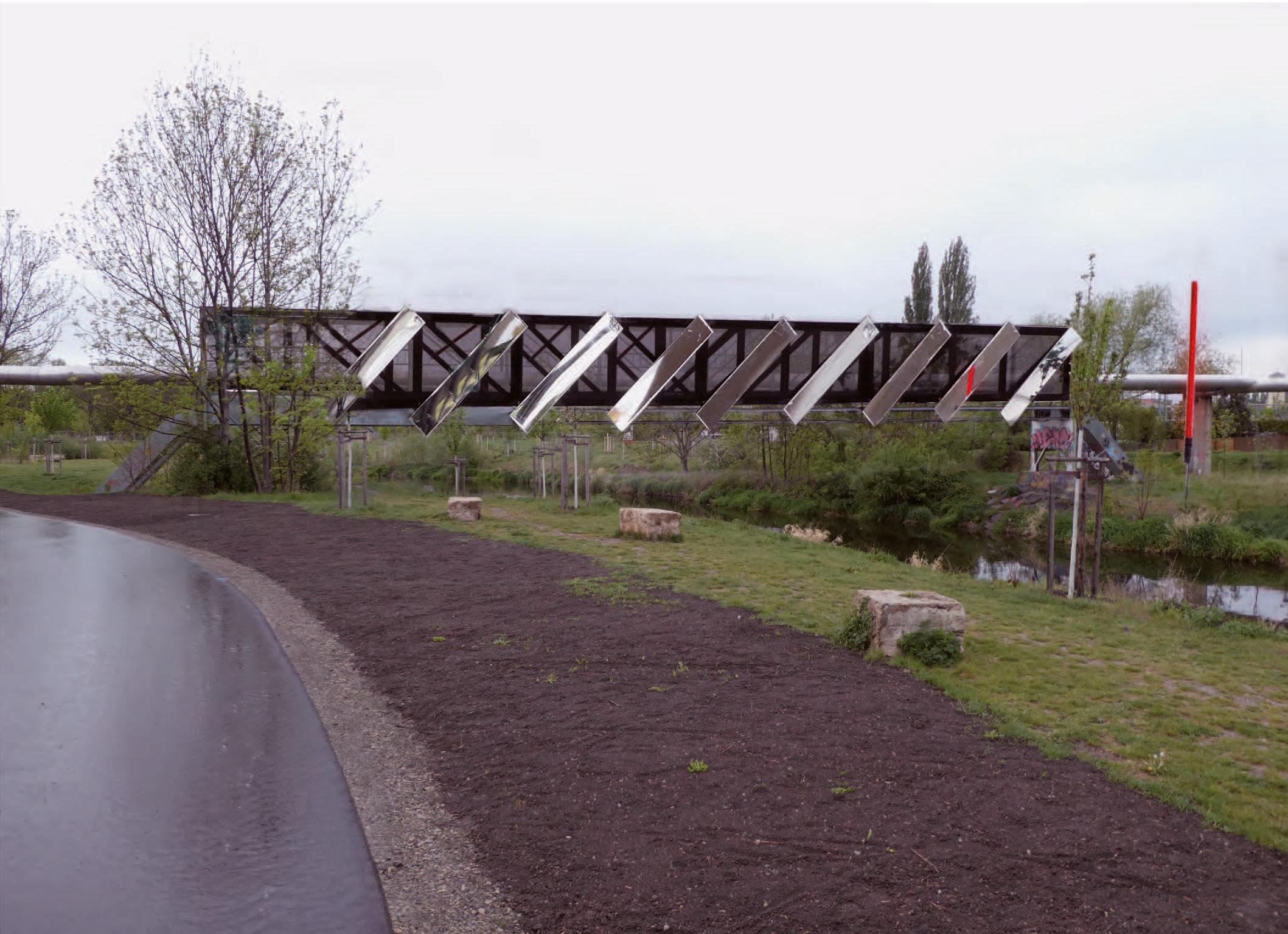 erstes Bild der Brücke mit Spiegeln